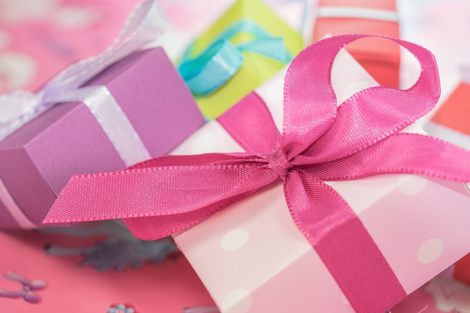 4 Reasons Why People Consider Buying Customized Gifts And Clothes
